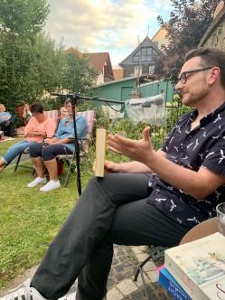 Klappstuhllesung in Homberg an der Ohm, August 2020.